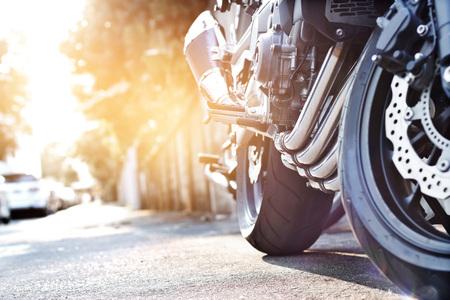 자전거 도로 배경, 소프트 포커스에 오토바이 주차 스톡 콘텐츠