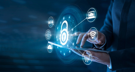 Homem negócios, usando, tabuleta, e, rede, conexão, com, protetor, protetor, para, protegido, de, cyber, attacks. Conceito de sistema de segurança de rede