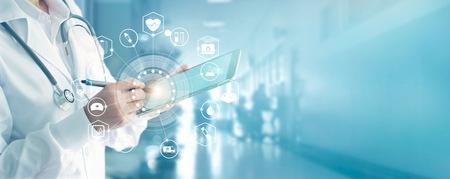 Médecine de médecine et stéthoscope touchant l & # 39 ; icône de réseau médical avec interface moderne sur tablette médicale dans le fond de couleur. concept de réseau médical de la technologie Banque d'images - 97349168
