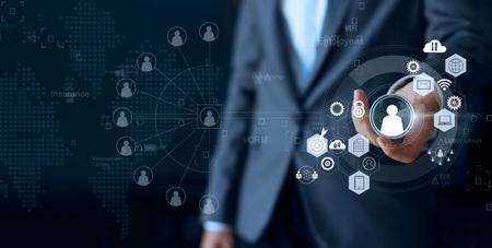 El liderazgo empresarial elige a la persona líder del equipo representado con la comunicación de redes sociales humanas y de empleados. CRM Concepto de recursos humanos Foto de archivo