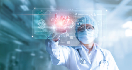 Doctor, surgeon analyzing patient brain testing result and human anatomy on technological digital futuristic virtual computer interface, digital holographic, innovative in science and medicine concept 免版税图像 - 102255057