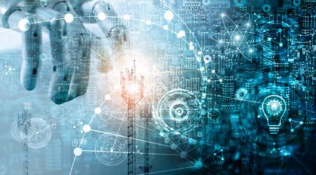 Concepto de tecnología futurista, medios mixtos, sistemas de datos de innovaciones que conectan dispositivos de personas y robots. AI, inteligencia artificial, mano robótica sobre fondo de placa de circuito azul. Tecnologías innovadoras y comunicación