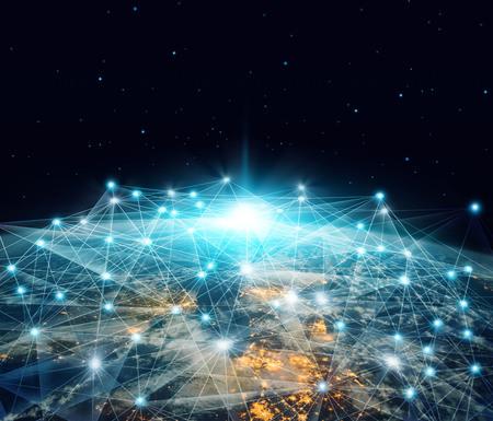 Netzwerk- und Datenaustausch. Globales Netzwerkgeschäft und Telekommunikation, die über den Planeten Erde im 3D-Rendering im Weltraum verbunden sind. Standard-Bild