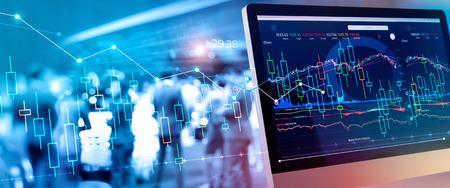 Données financières sur un moniteur. Investissement et gain et bénéfices boursiers avec des graphiques, des diagrammes, la croissance, des chiffres financiers et un groupe d'investisseurs en arrière-plan