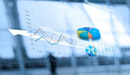 Informe comercial y análisis de datos de ventas en redes, interfaz abstracta y gráfico de crecimiento económico con diagrama de red social, marketing digital.
