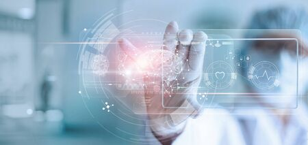 Doctor, surgeon analyzing patient brain testing result and human anatomy on technological digital futuristic virtual interface Imagens