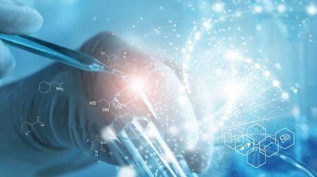 Genetisch onderzoek en Biotech science Concept. Menselijke biologie en farmaceutische technologie op laboratorium