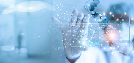 Médico y asistente médico, análisis de robot y resultado de pruebas de ADN en una interfaz virtual moderna, ciencia y tecnología, innovadora y futura de la atención médica en el fondo del laboratorio. Foto de archivo