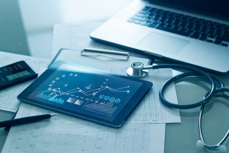 Healthcare business concept, Medical examination and graph data growth of business on tablet with doctor's health report clipboard on background. 版權商用圖片 - 155846362