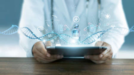 Healthcare and medicine, Doctor analyzing covid-19 coronavirus vaccine, Research and development team successful develop vaccine and medicine for covid-19 pandemic and electronic medical record on virtual interface, DNA. Global healthcare and medical technology concept. 版權商用圖片 - 161884087