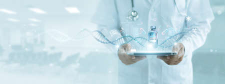 Healthcare and medicine, Doctor analyzing covid-19 coronavirus vaccine, Research and development successful develop vaccine and medicine for covid-19 pandemic. Electronic medical record on interface. 版權商用圖片
