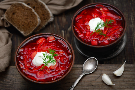 Vegan borscht in bowls on an old wooden background close-up in a rustic style Imagens - 75708969