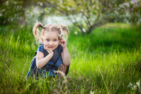Little cute adorable little girl 3 years Imagens - 84670543