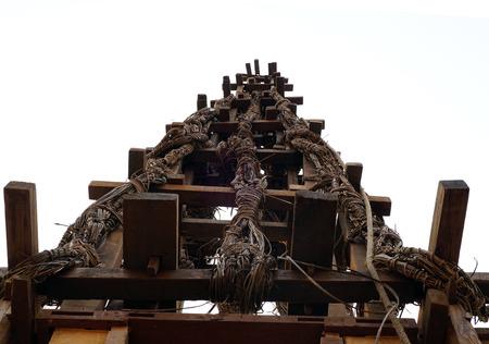 hindues: Khatmandu, Nepal - 11 de abril? 2016: carro de madera de los hind�es en la calle