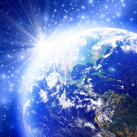 wasserstoff: Blauer Raum mit der Welt und Sonnenaufgang, Bild Erdkugel von der NASA