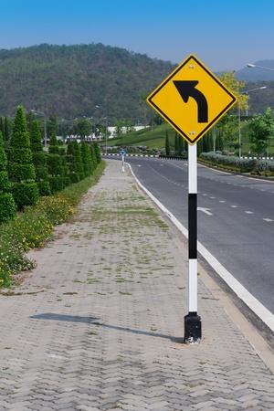 turn left: Girare a segno di sinistra