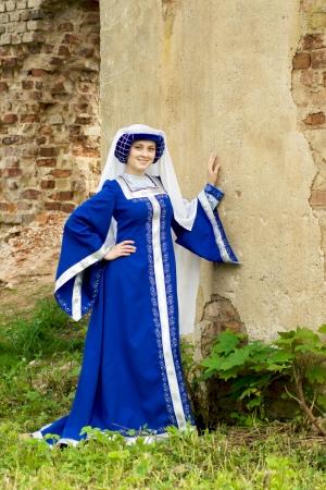 abito medievale: Bella donna in abito medievale