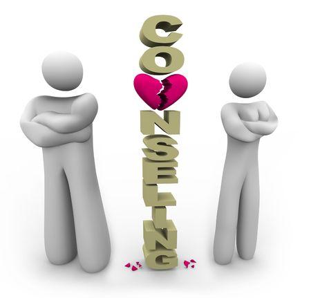 Eine Scheidung Paar steht neben dem Wort Scheidung mit gekreuzten Armen Standard-Bild - 5162021