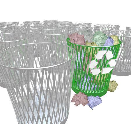 botar basura: Muchos contenedores de basura, con s�lo la bandeja de reciclaje que contienen documentos desechados.