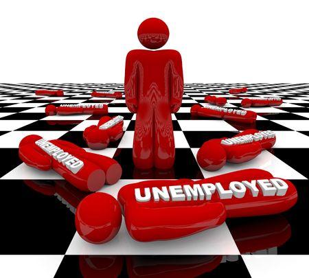 zuletzt: Eine rote Figur steht allein auf einem Schachbrett, von Arbeitslosen Freunden umgeben