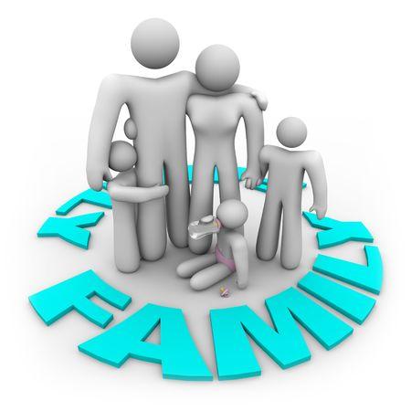 Een familie - moeder, vader en drie kinderen - staan in een ring van het woord familie