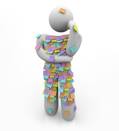 recordar: Una persona est� cubierta en las notas de recordatorio pegajosa, luchando por recordar algo que se olvid� de