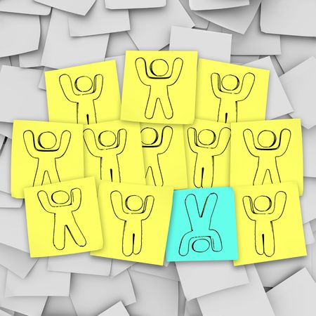 One person stands out from the group in this episode of Sticky Note Theatre. Фото со стока