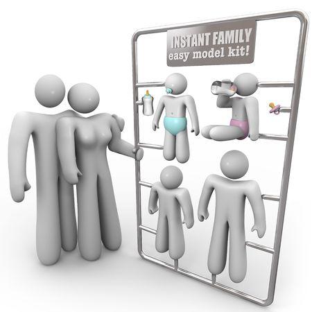 educacion sexual: Una madre y un padre consideran m�todos para tener una familia instant�nea, simbolizada por este modelo kit