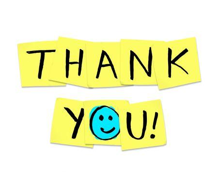agradecimiento: Las palabras de gracias escrito sobre notas adhesivas amarillas