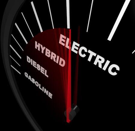kilometraje: Un veloc�metro con aguja, pasando a trav�s de palabras de gasolina, diesel, h�brido y electricidad Foto de archivo