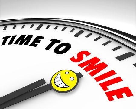 actitud positiva: Blanco reloj con palabras tiempo para sonre�r y una cara feliz