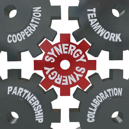 いくつかの歯車歯車が回って、一緒に相乗効果、チームワーク、パートナーシップ、共同、協力を読んで