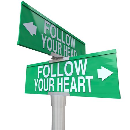 A green two-way street sign pointing to Follow Your Head and Follow Your Heart 版權商用圖片 - 7909311