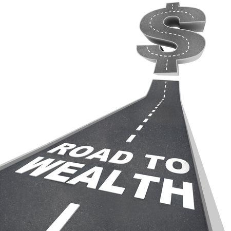 Las palabras de camino a la riqueza en letras blancas en una calle que conduce a un signo de dólar  Foto de archivo