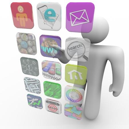 touchscreen: Un hombre presiona un icono de la aplicaci�n en una pantalla t�ctil proyectada de aplicaciones