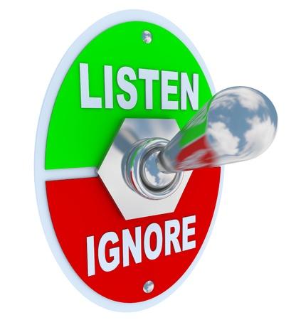 poner atencion: Un conmutador de alternar metal con placa de lectura de escucha y omitir, simbolizando c�mo elegimos a prestar atenci�n a determinados mensajes