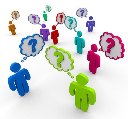 socializando: Muchas personas coloridas stand en una muchedumbre pensando en preguntas Foto de archivo