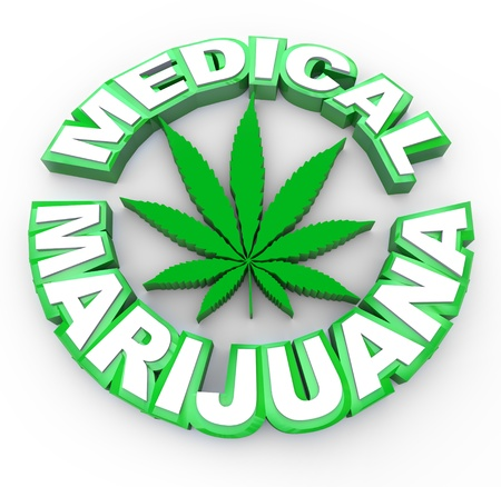 medicinal plants: La marihuana medicinal de palabras que rodea a un icono de hoja de cannabis Foto de archivo