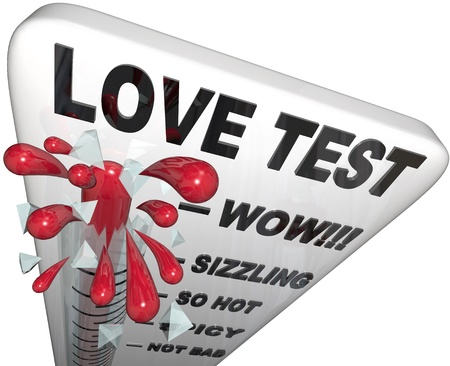 amore: A thermometer reading Love Test shows the mercury rising to the bursting point, symbolizing a passionate and compatible match Stock Photo