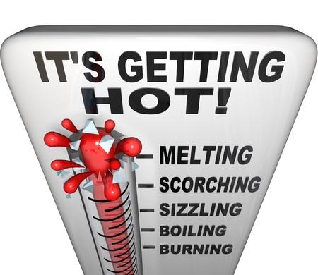 termometro: Un term�metro con palabras es conseguir caliente en la parte superior, con el mercurio explotando a trav�s del vidrio y los t�rminos descriptivos fusi�n, abrasador, crepitando, punto de ebullici�n, quemando Foto de archivo