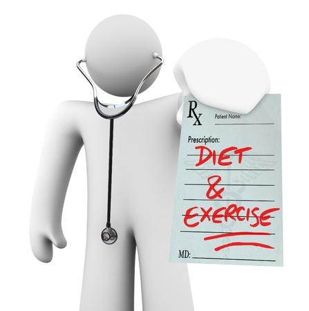 recetas medicas: Un m�dico tiene una receta con las palabras de dieta y ejercicio escrito en �l, que simboliza la vida preventivo y un estilo de vida saludable