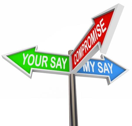 verschillen: Drie kleurrijke pijl tekenen lezen Your Way, My Way en compromissen, symboliseert de noodzaak om onze geschillen in een geven en nemen overeenkomst te regelen Stockfoto