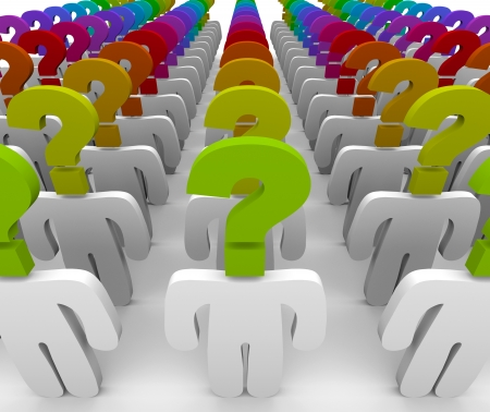 answer question: Una folla di persone con teste di punto interrogativo che simboleggia la meraviglia e confusione, hanno bisogno di assistenza clienti per rispondere alle domande
