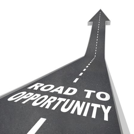 Le parole di strada a opportunità in lettere bianche su una strada che porta a una freccia che simboleggia il cambiamento, successo e una possibilità di grandezza