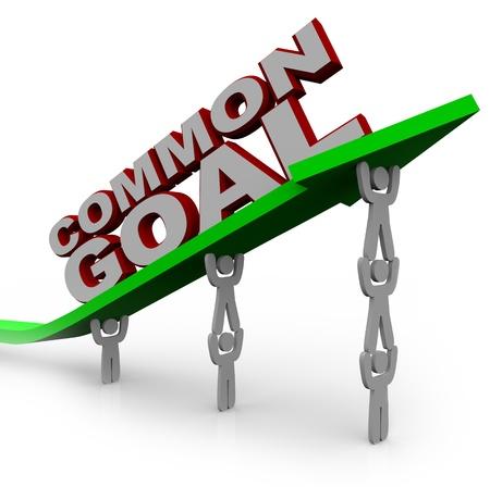 人々 のチーム チームワークを使用して、彼らは正常に自分の負荷の上にこれらの言葉の共通の目標に達するように成長と達成を象徴する矢印を持ち