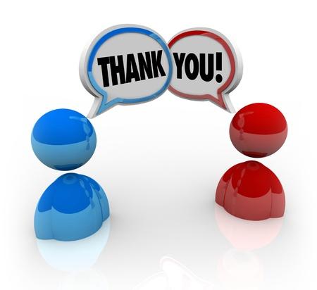 agradecimiento: Dos personas con burbujas de intervenci�n y las palabras de gracias, simbolizando las buenas costumbres y el intercambio de agradecimiento por la ayuda y soporte t�cnico Foto de archivo