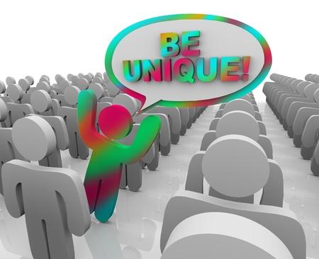 verschillen: Een cijfer vangt de aandacht in een menigte als een niet-conforme, vreemd persoon, met een tekstballon en de woorden Be Unique