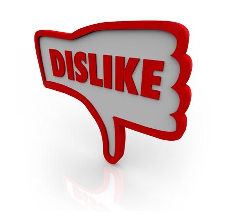 dislike: Een rode geschetst duim omlaag pictogram met het woord afkeer illustreren uw ongenoegen voor een website of het object onder uw beoordeling Stockfoto