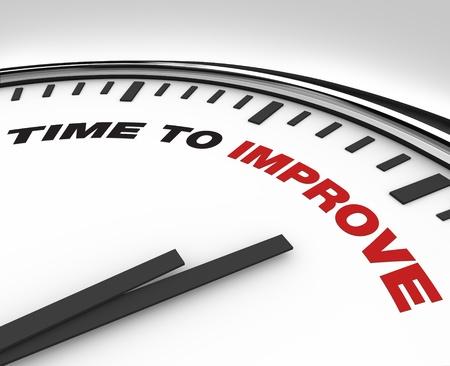 proceso: Reloj con palabras tiempo para mejorar en su cara, simboliza la necesidad de aprobar un plan de mejora en el trabajo de una empresa u organizaci�n para alcanzar sus objetivos en blanco Foto de archivo