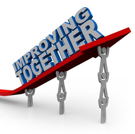 colaboracion: Un equipo de personas trabaja juntos para levantar una flecha con palabras que ilustran la importancia de trabajar en equipo para lograr objetivos y mejorar